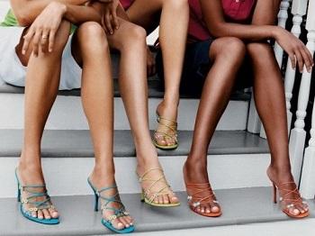 Фото женщин сидящих на своих ногах фото 769-337